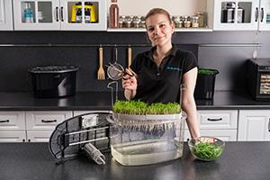 Выращенная трава в микроферме RAWMID Dream Sprouter